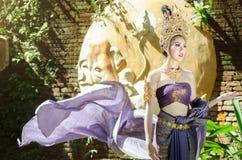 Piękna Tajlandzka dziewczyna w Tajlandzkim tradycyjnym kostiumu obraz stock