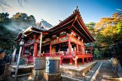 Piękna tradycyjna świątynia przy Tokio, Japonia zdjęcia stock