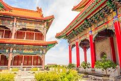 Piękna tradycyjni chińskie świątynia z niebieskim niebem przy Watem Leng-N fotografia royalty free