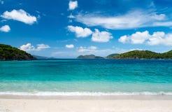 Piękna tropikalna plaża przy Karaiby Zdjęcie Royalty Free