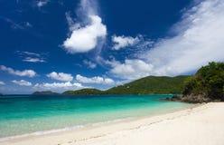 Piękna tropikalna plaża przy Karaiby Zdjęcie Stock
