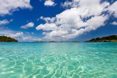 Piękna tropikalna plaża przy Karaiby Obrazy Royalty Free