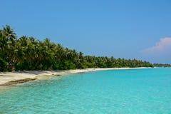 Piękna tropikalna plaża przy kurortem Obraz Royalty Free