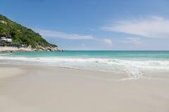 Piękna tropikalna plaża, turkusu piasek, wodny i biały Zdjęcie Stock