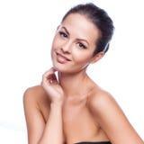 piękna twarz kobiet jej wzruszający potomstwa Świeża Zdrowa skóra zdjęcie royalty free