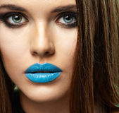 piękna twarz kobiety piękna odosobniony portreta biel Piękne błękitne wargi Fotografia Royalty Free