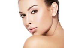 Piękna twarz młoda kobieta z zdrowie świeżą skórą fotografia royalty free