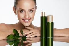 piękna twarzy moda uzupełniająca kobieta Piękna kobieta Z Naturalnymi kosmetykami Obrazy Royalty Free