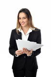 Piękna uśmiechnięta biznesowa kobieta z papierami Fotografia Royalty Free