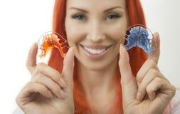 Piękna uśmiechnięta dziewczyna z stałym wynagrodzeniem dla zębów, zakończenie Obraz Royalty Free