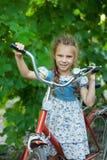 Piękna uśmiechnięta mała dziewczynka Fotografia Royalty Free