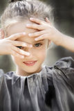 Piękna uśmiechnięta mała dziewczynka Zdjęcie Royalty Free