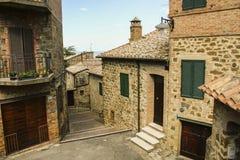 Piękna ulica Montalcino, Tuscany, Włochy zdjęcie stock