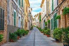 Piękna wąska stara ulica Zdjęcie Royalty Free