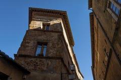 Piękna wąska ulica w małej magicznej i starej wiosce Pienza, Tuscany Fotografia Stock