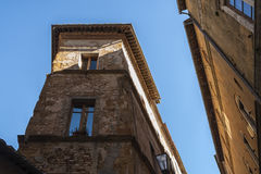 Piękna wąska ulica w małej magicznej i starej wiosce Pienza, Tuscany Obraz Stock