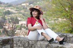 Piękna w średnim wieku kobieta w kapeluszu Zdjęcia Stock