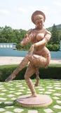 Piękna & w zawiły sposób rzeźba dancingowa kobieta w Ramoji filmu mieście, Hyderabad Obraz Royalty Free