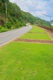 Piękna Wiejska droga obok plaży wokoło Phuket wysp, widok Zdjęcie Stock