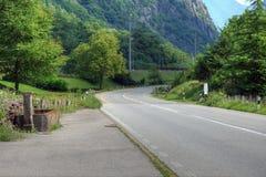Piękna wiejska droga w Alps obraz stock