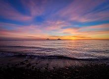 Piękna wschód słońca witka Stromboli i Panarea wyspy widzieć od Salina wyspy w Eolowych wyspach, Sicily, Włochy zdjęcie stock