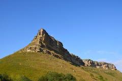Piękna, wybitna góra w Karachay-Cherkessia blisko, obrazy royalty free