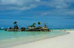 Piękna wyspa bielu plaży błękitne wody Zdjęcia Royalty Free