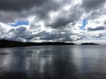 Piękna zaciszność ale Dziki ocean w Szwecja zdjęcia royalty free