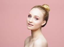 Piękna zakończenia portret piękna, świeża i zdrowa dziewczyna ov, Fotografia Stock