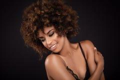 Piękna zbliżenia portret dziewczyna z afro Obrazy Royalty Free