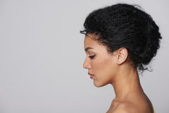Piękna zbliżenia profilu portret piękna kobieta zdjęcie royalty free