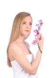 Piękna zdrój dziewczyna Z orchideą Kwitnie Skincare pojęcie Zdjęcie Stock