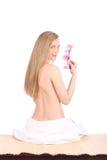 Piękna zdrój dziewczyna Z orchideą Kwitnie Skincare pojęcie Obraz Royalty Free