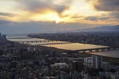 Piękna zmierzch linia horyzontu nad Osaka środkowym biznesowym śródmieściem Zdjęcia Royalty Free