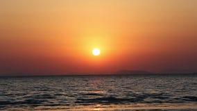 Piękna zmierzch plaża i morze krajobraz zbiory