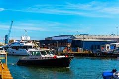 Piękne łodzie cumować brzeg, Fotografia Royalty Free