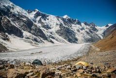 piękne śnieżne góry, federacja rosyjska, Kaukaz, zdjęcia stock