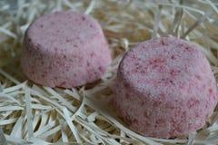 Piękne barwić soli bomby używać dla skąpań zdjęcie stock