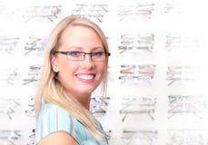 piękne blondynek okularów próby Zdjęcia Royalty Free