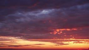 Piękne chmury przy świtem, timelapse zbiory