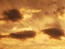 Piękne ciężkie chmury przy zmierzchem obrazy royalty free