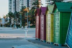 Piękne coloured plażowe budy w Hiszpania obraz royalty free