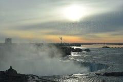 Piękne gigantyczne marznąć podkowy Niagara siklawy na zamarzniętym wiosna dniu w Niagara Spadają w Ontario, Kanada obrazy royalty free