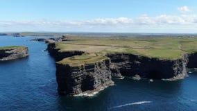 Piękne Kilkee falezy przy zachodnim wybrzeżem Irlandia zdjęcie wideo