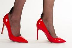 Piękne kobiet nogi w czerwonych butach obraz royalty free