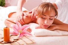 Piękne kobiety relaksują w zdroju Obraz Stock