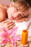 Piękne kobiety relaksują w zdroju Obraz Royalty Free
