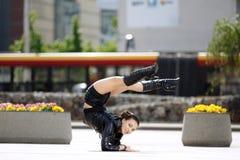Piękne kobiety spełniania akrobacje Fotografia Stock
