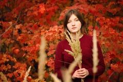 piękne kobiety young Jesień portret Zdjęcia Stock
