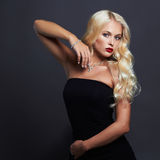 piękne kobiety young seksowna dziewczyna blond klejnoty obraz stock